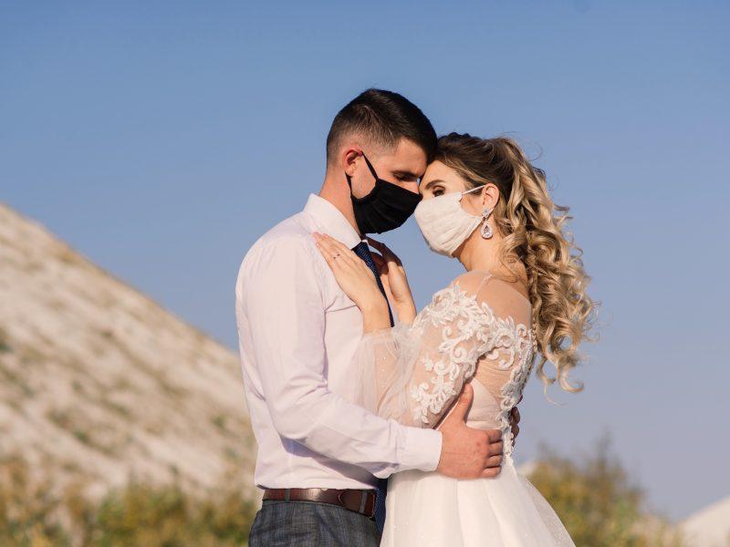 Kauno jaunavedžiai atideda santuokas, nes amžiną meilę nori prisiekti be kaukių