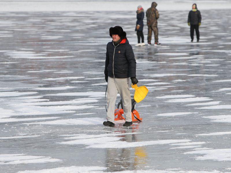 Žvejai ant ledo šaukėsi pagalbos
