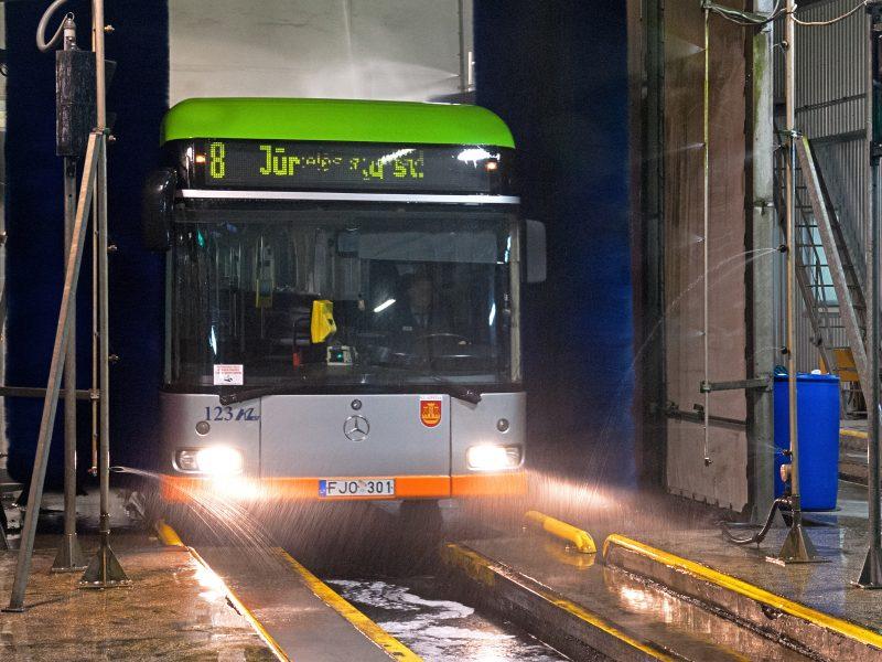 """""""Klaipėdos autobusų parkas"""" dezinfekuoja autobusus"""
