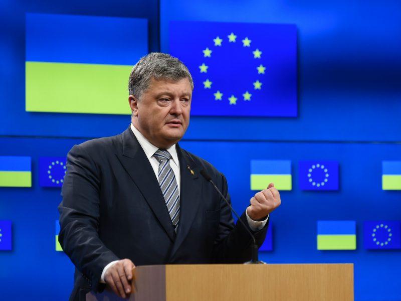 Ukrainos prezidento rinkimų apklausa: P. Porošenka atsilieka nuo komiko V. Zelenskio