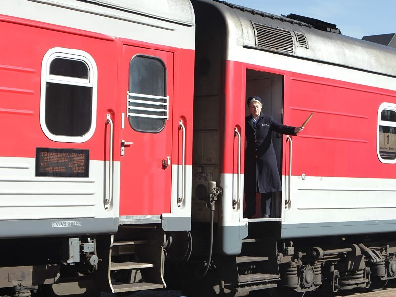 Traukinio bilietai tampa deficitu