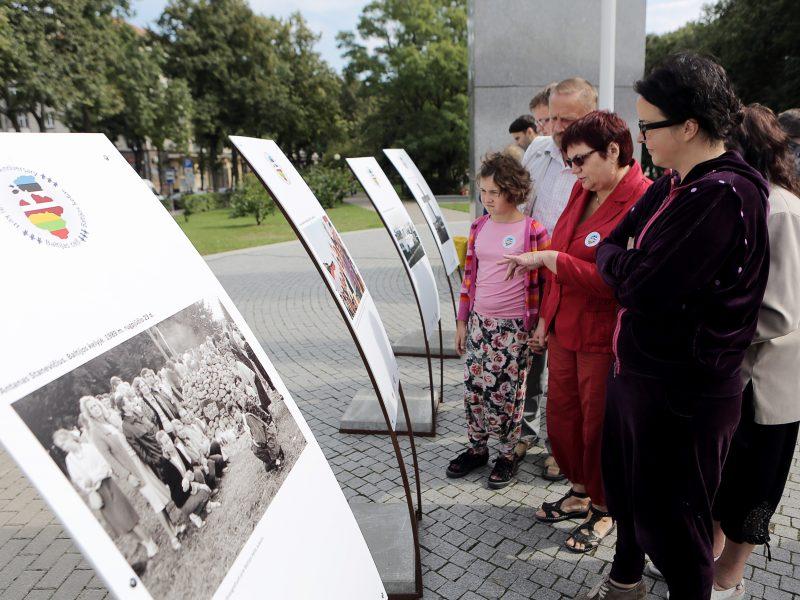 Klaipėdiečiai prisiminė Baltijos kelią