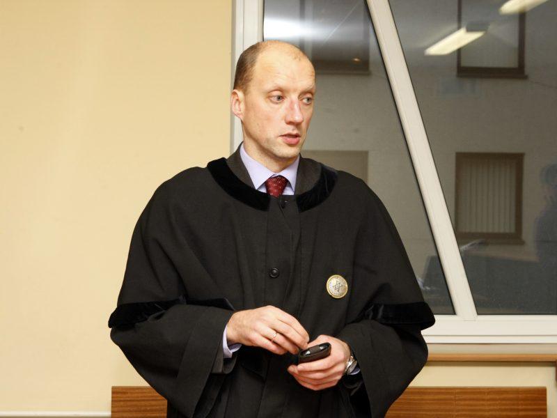 Naktį įsilaužta į suimto advokato biurą
