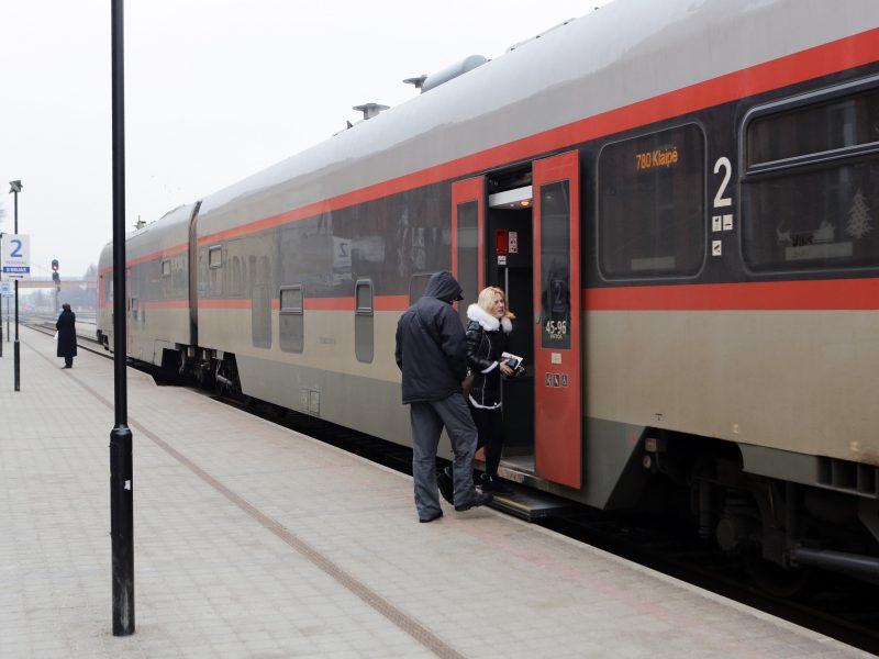 Traukiniuose ėmė trūkti vietos