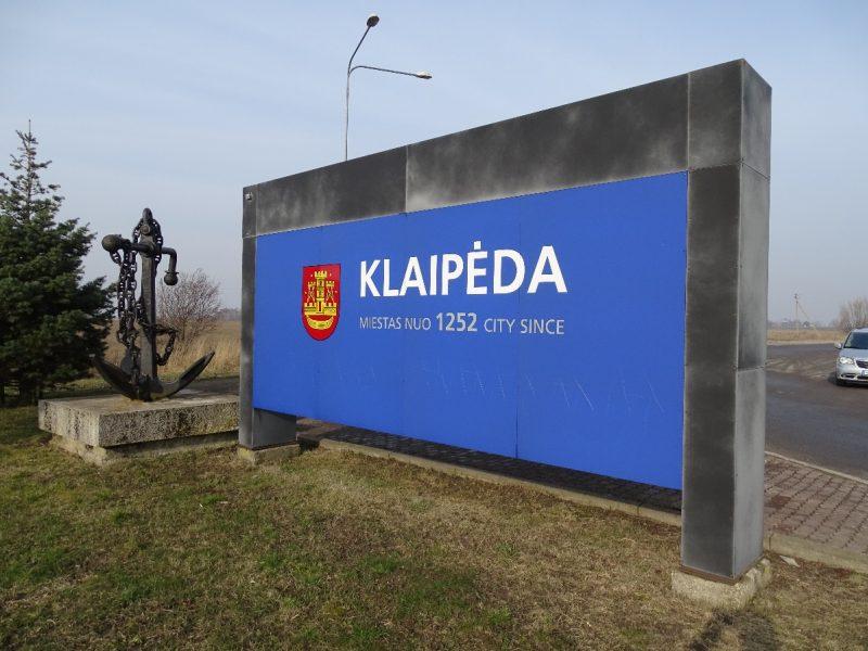 Vandalai suniokojo Klaipėdos ženklus