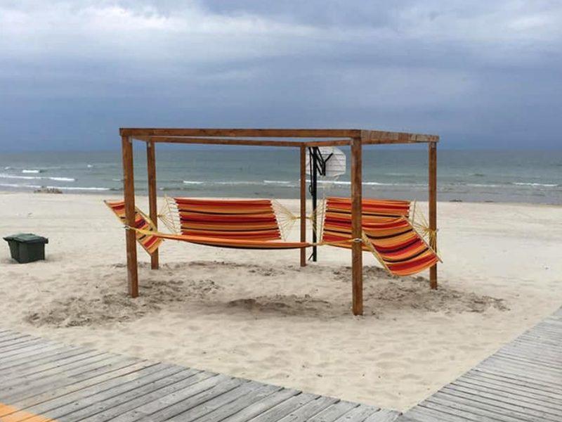 Smiltynės pliaže – nauji hamakai