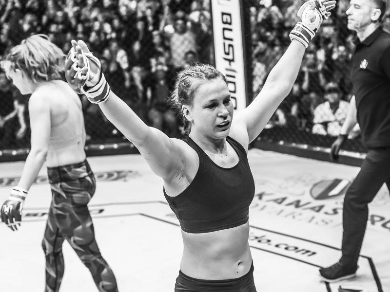 Kaunietė UFC kovotoja J. Stolerenko žengs į ringą Vilniuje