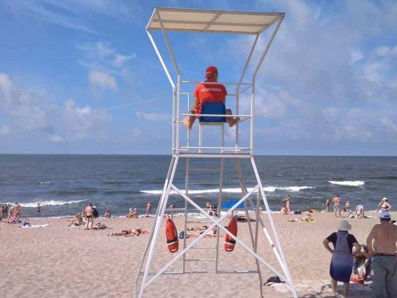 Įtampa paplūdimiuose nenuslūgo: maudytis draudžiama