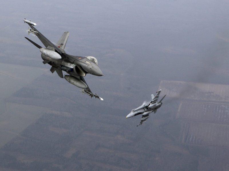 Praėjusią savaitę NATO naikintuvai dukart lydėjo rusų orlaivius