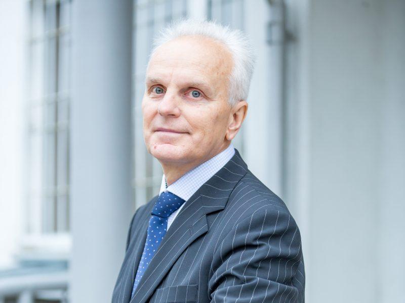 Padėtas taškas: B. Burgis išteisintas dėl moksleivės bauginimo