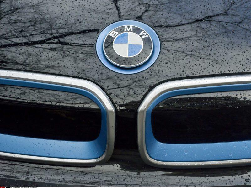 Sostinėje jaunuolio vairuojamas BMW partrenkė pėsčiąją
