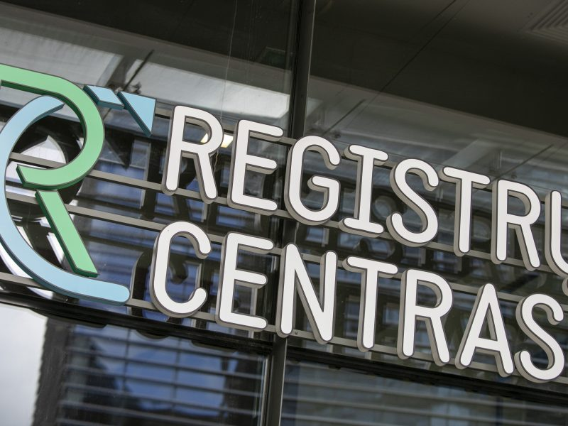 Vėl stringa Registrų centro veikla