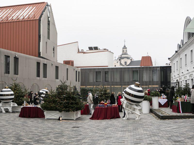 Vilniuje atidaryta virtuali labdaros Kalėdų mugė