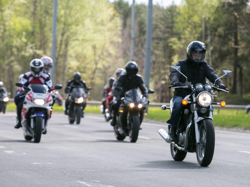 Ko nederėtų pamiršti nė vienam į gatvę išriedančiam motociklininkui?