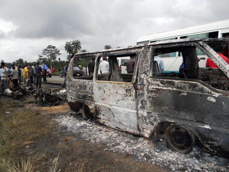 Nigerijoje sudužus vestuvininkų autobusui žuvo 19 žmonių