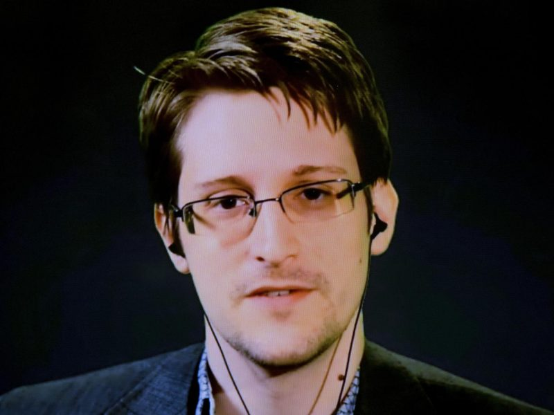 Žvalgybos paslapčių viešintojas E.Snowdenas siekia dvigubos JAV ir Rusijos pilietybės