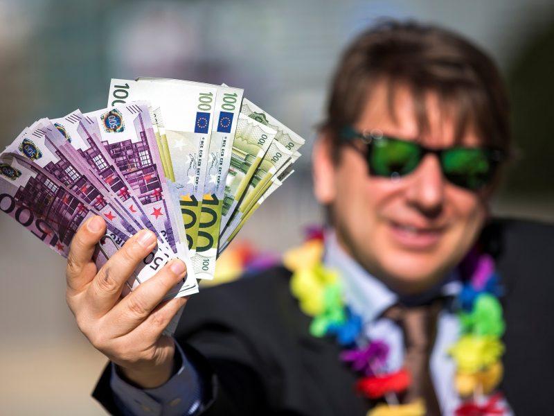 """Nevyriausybininkai: ES """"auksinės vizos"""" yra tiesiausias kelias į korupciją"""