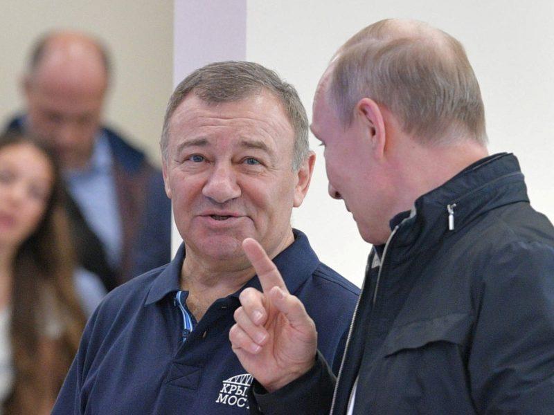 """""""Agrokoncernas"""" žada nebepirkti trąšų iš V. Putino draugo įmonės"""