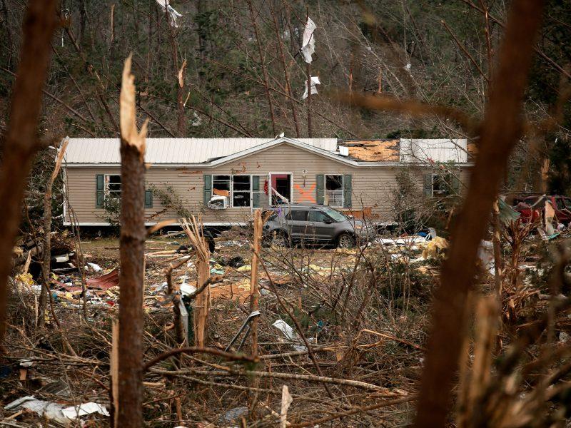 Alabamoje tęsiamos per pražūtingus tornadus dingusių žmonių paieškos