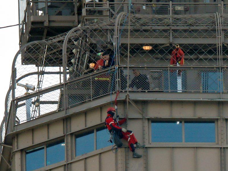 Į Eifelio bokštą kopęs vyras paguldytas į psichiatrijos ligoninę