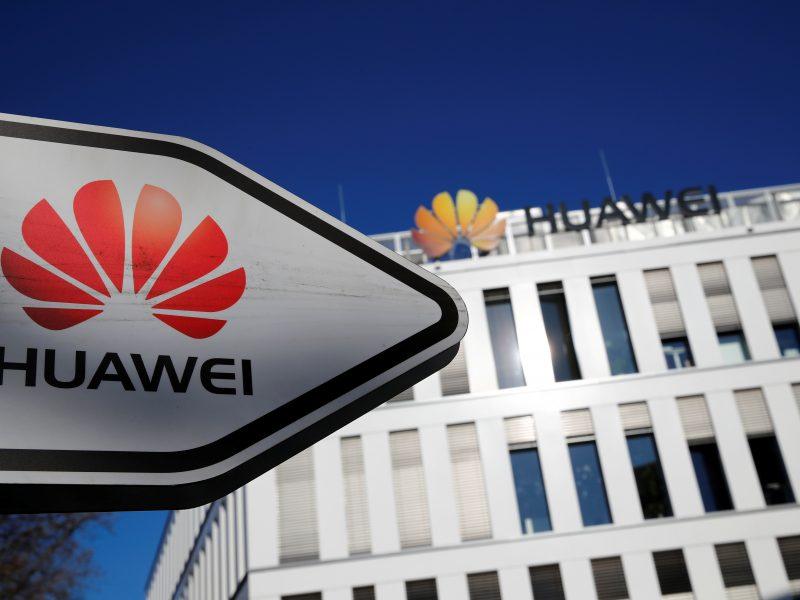 """JAV sankcijų akivaizdoje """"Huawei"""" prakalbo apie išgyvenimą"""