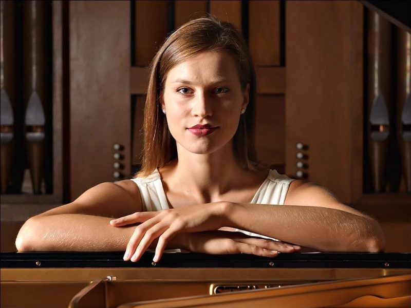 Meilė jauną pianistę grąžino į Lietuvą