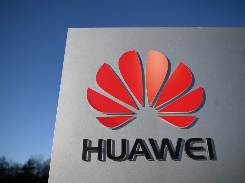"""JAV: """"Huawei"""" gali matyti duomenis mobiliojo ryšio tinkluose visame pasaulyje"""