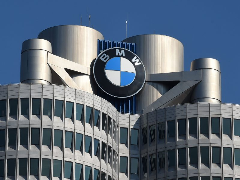 BMW dėl koronaviruso stabdo gamybą Europoje