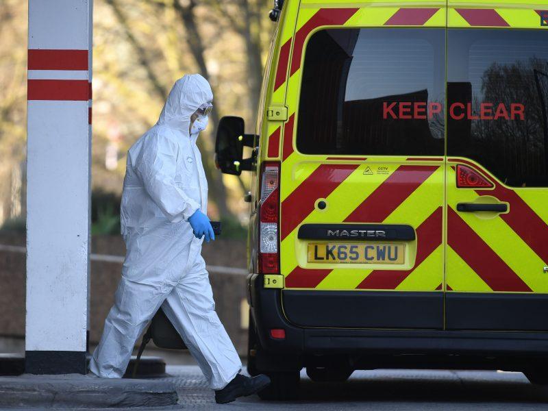 """Londono ligonines pasiekė virusu užsikrėtusių pacientų """"cunamis"""""""