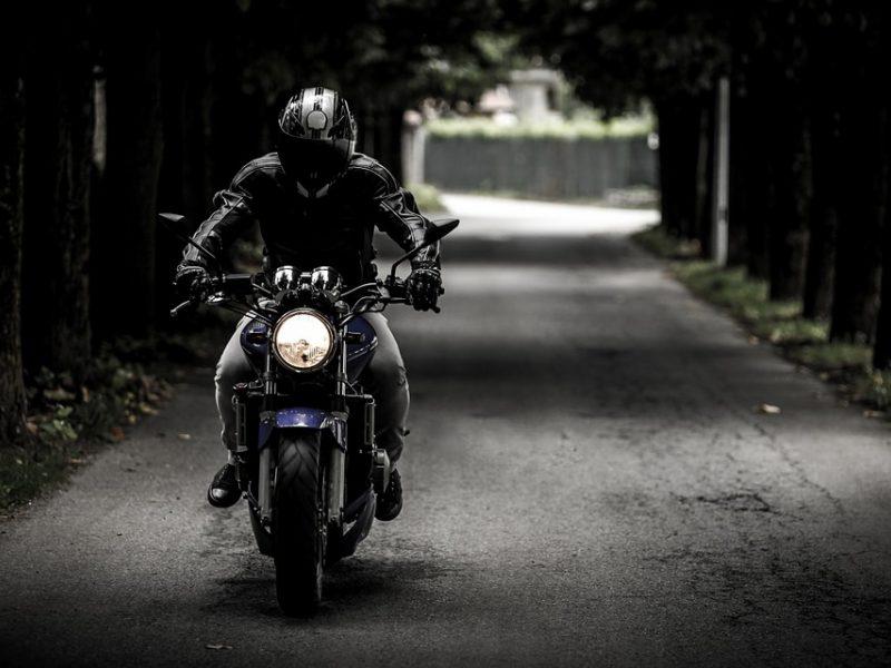 Du neblaivūs nepilnamečiai motociklininkai sukėlė avariją