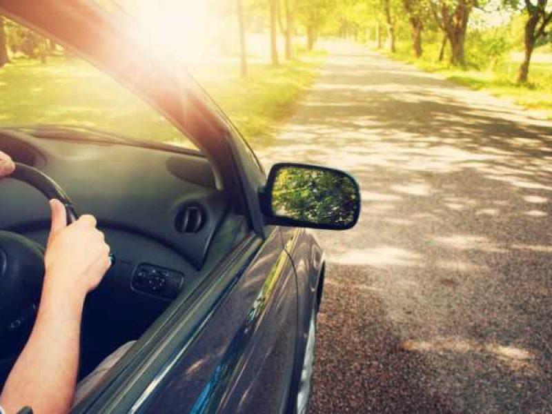 Karščiai veikia vairuotojus ir apsunkina eismą