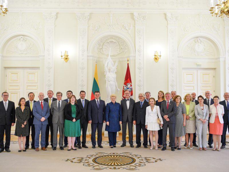 Prezidentė padėkojo ambasadoriams už jų šalių paramą Lietuvai