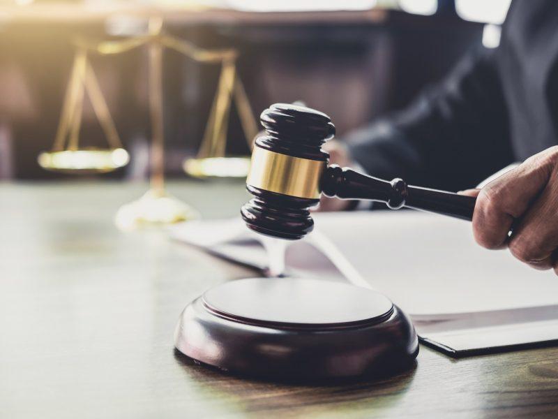 Penki asmenys bus teisiami dėl disponavimo vaikų pornografija