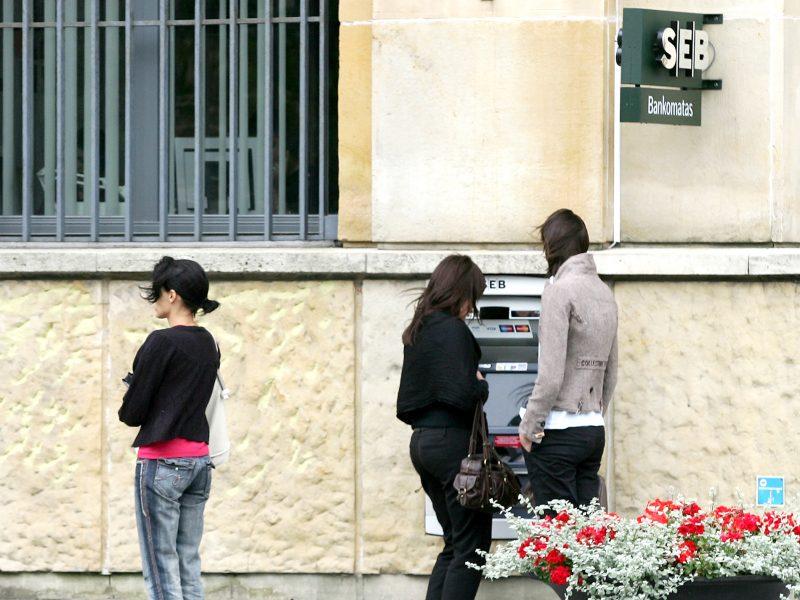 Bankų kodų kortelių neliks: ar užsidarys ir bankų padaliniai?