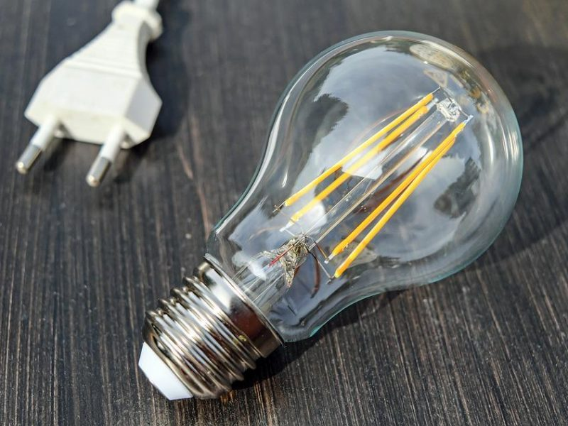Ministerija siūlo atsisakyti elektros kainų reguliavimo buitiniams vartotojams
