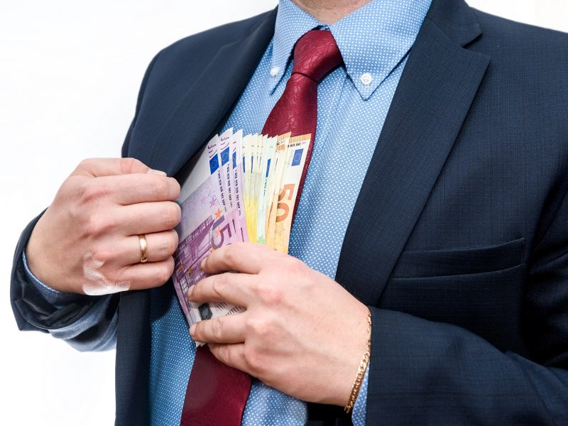 Klaipėdoje namus pardavinėjusi įmonė ir jos vadovas bus teisiami dėl mokesčių slėpimo