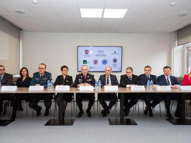 """Institucijos pasirašė memorandumą dėl bendradarbiavimo """"fintech"""" srityje"""