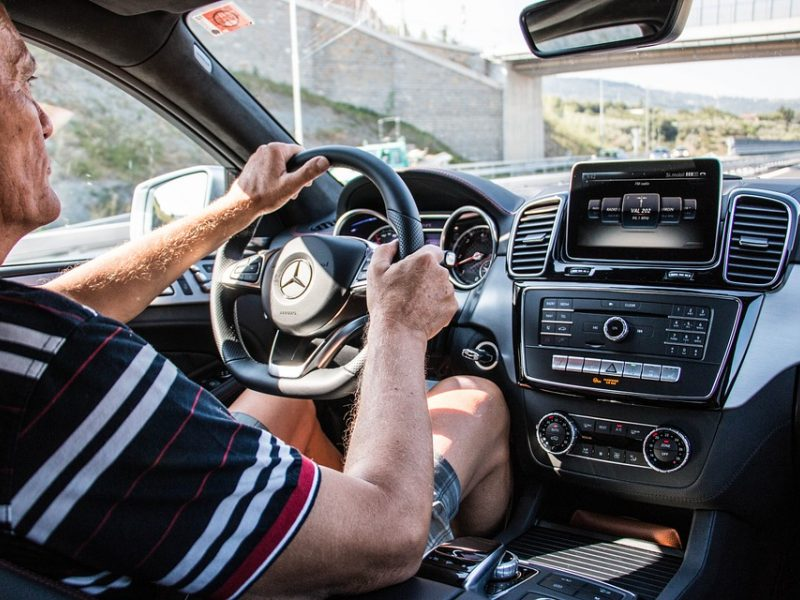 Senjorams – galimybė atnaujinti vairavimo įgūdžius
