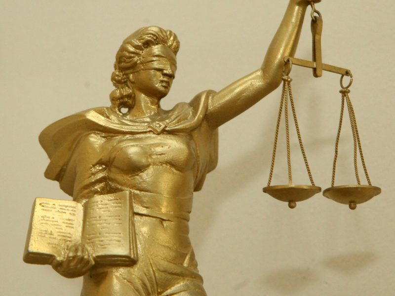 Siūloma įtraukti visuomenininkus į advokatų garbės teismus