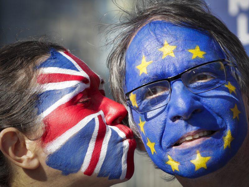 """Šimtai tūkstančių britų pasirašė peticiją dėl """"Brexit"""" atšaukimo"""