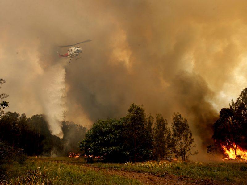 Australijoje siaučiant gaisrams žuvo mažiausiai trys žmonės