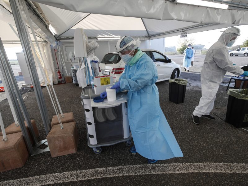 Italija praneša apie 29 tūkst. naujų COVID-19 atvejų ir 822 mirtis
