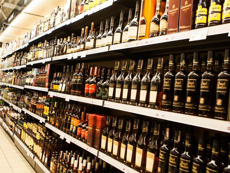 Tyrimas: alkoholį gausiai vartojančiųjų skaičius nesikeičia penktus metus, padaugėjo moterų