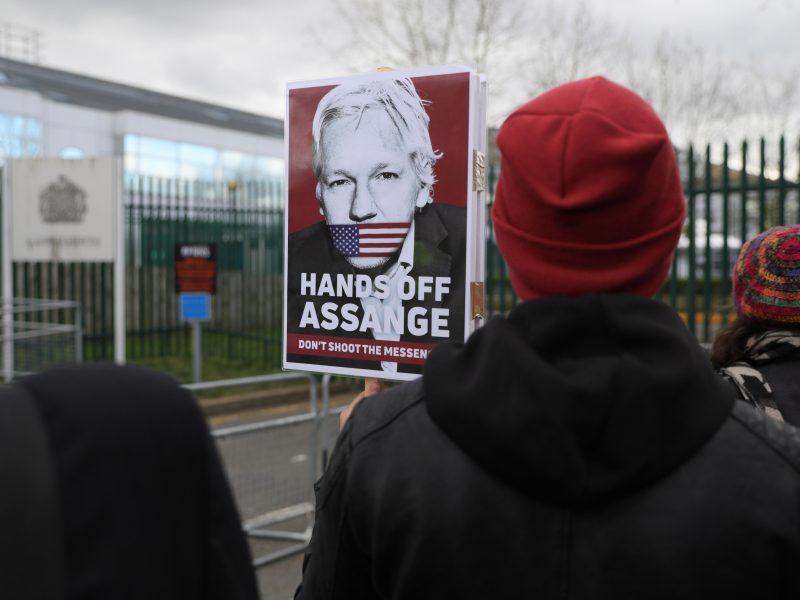 J. Assange'o prašymas dėl koronaviruso paleisti jį už užstatą atmestas