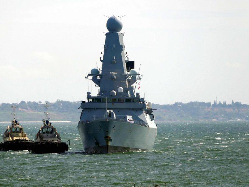 JK paneigė pareiškimą, kad Rusijos pajėgos Juodojoje jūroje apšaudė britų karo laivą