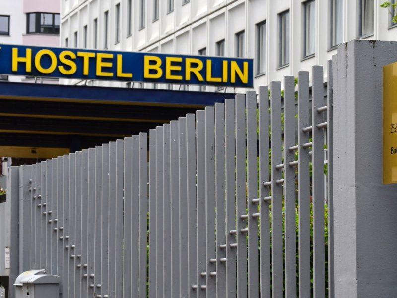 Nakvynės namai Berlyne: turistai peni diktatūrą?