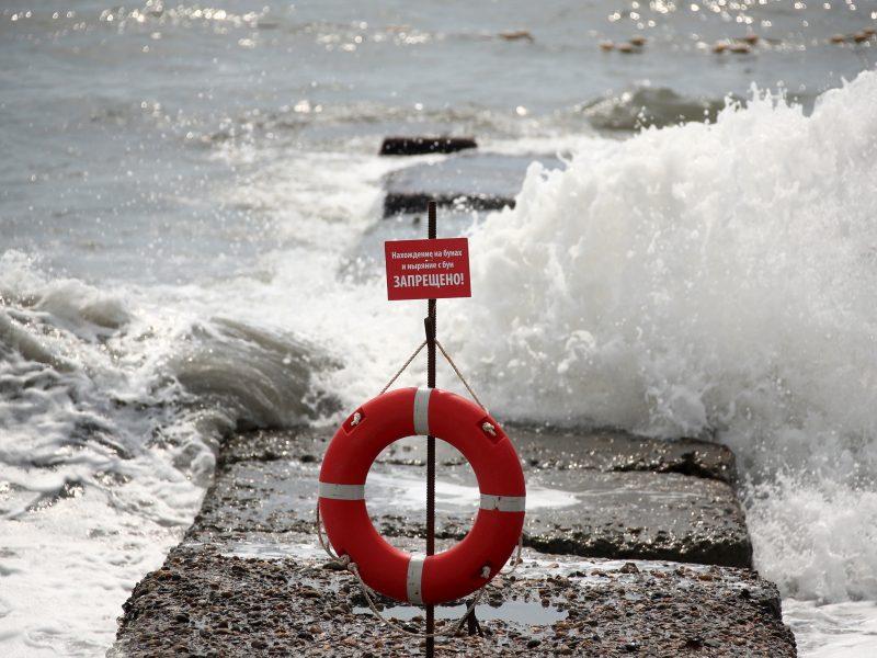 Sočyje iš jūros atslinkęs viesulas nusiaubė paplūdimį