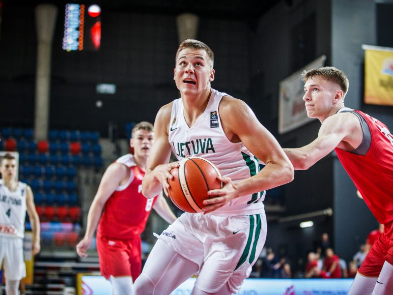 Europos U-20 čempionatą lietuviai pradėjo sutaršydami lenkus