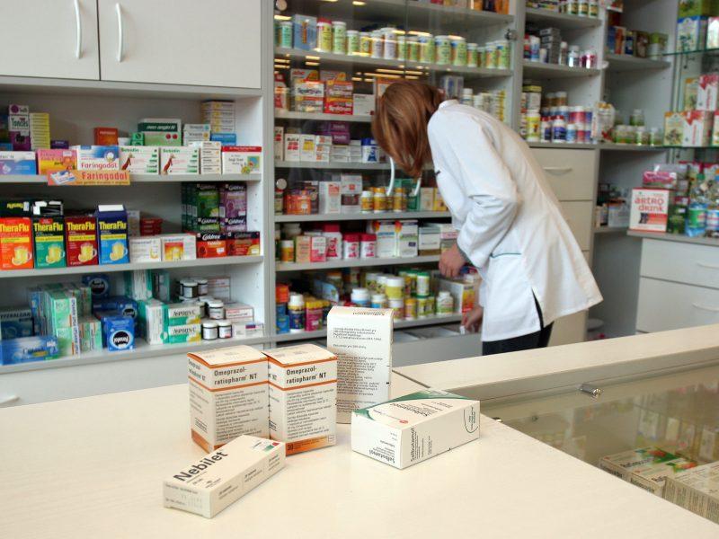 Farmakotechnikams Seimas leido be vaistininkų priežiūros dirbti iki 2023-ųjų liepos