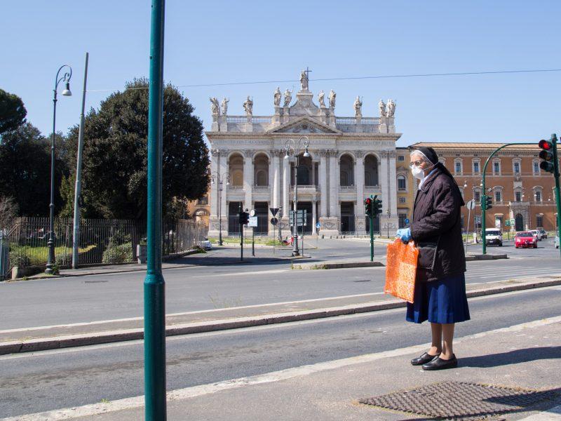 Italijoje pastarąją parą nuo koronaviruso mirė 683 žmonės